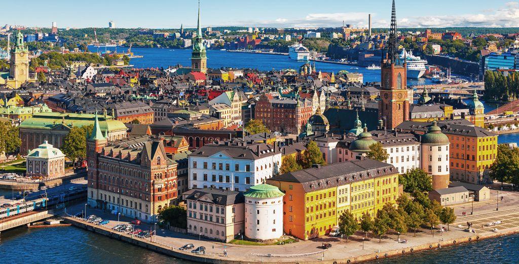 Es la mayor de las capitales escandinavas, con un bello centro histórico