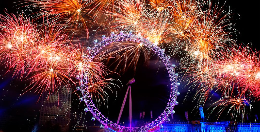 Reciba el año nuevo con fuegos artificiales lanzados desde el London Eye