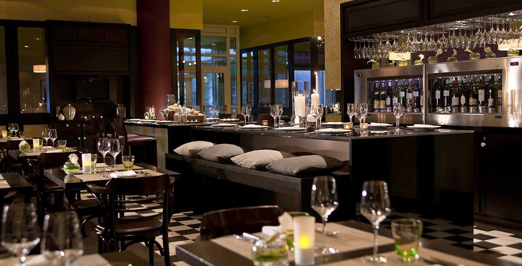 Disfrute de exquisitos platos en el Restaurante del hotel