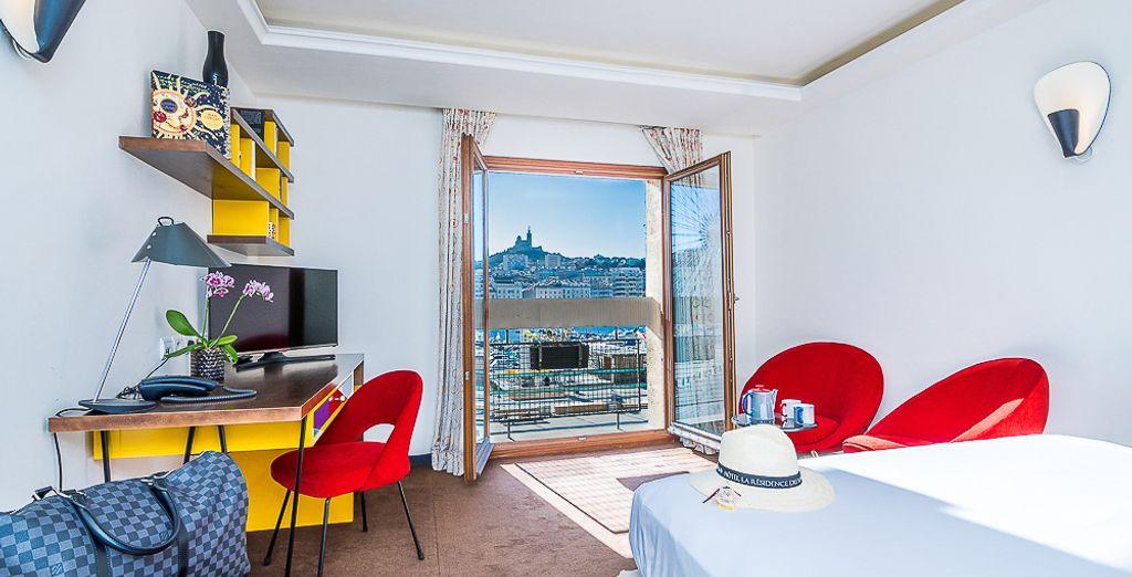 Acomódate en el confort de la Habitación Deluxe con Vistas al Mar