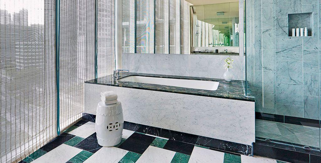 Con moderno baño en la misma