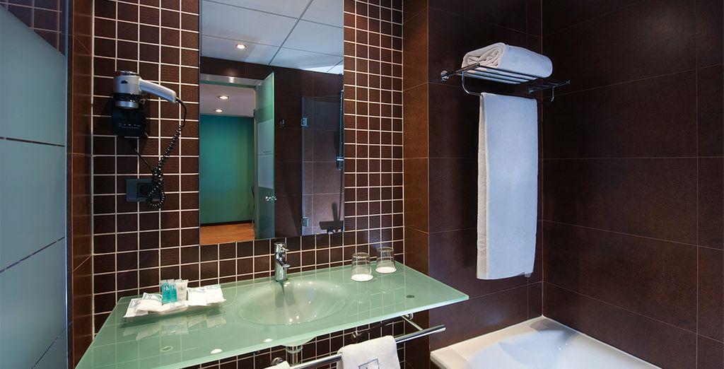 Con baños amplios y equipados para su confort