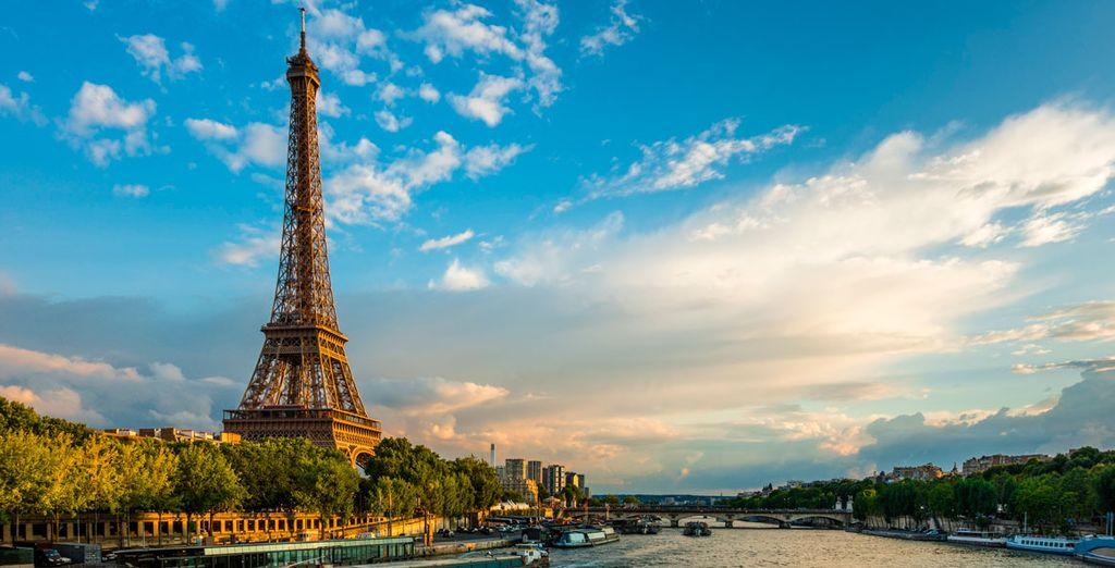 La emblemática Torre Eiffel - Hotel Eugène En Ville 4* París
