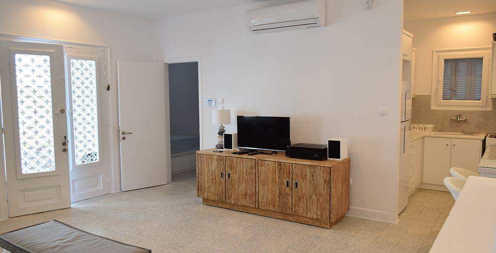 Con mobiliario moderno y funcional