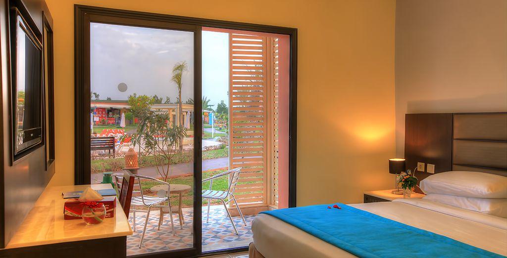 Descansarás en una fantástica habitación Deluxe con vistas a la piscina