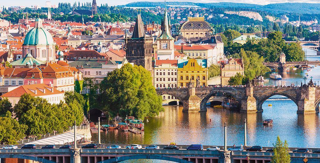 Una ciudad maravillosa bañada por el río Moldava
