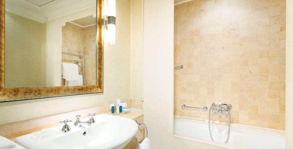 Todas disponen de baño privado con secador de pelo y artículos de tocador