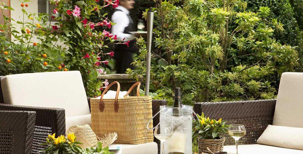 Tómese una copa en la terraza
