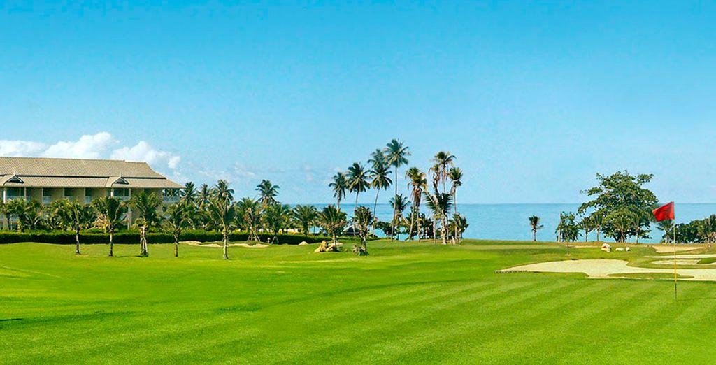 Saboree una vacaciones de golf con juegos emocionantes en el curso de la vecina Phokeethra Golf Krabi.