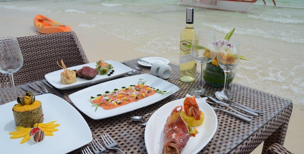 Un buen almuerzo al aire libre en el hotel Ambassador