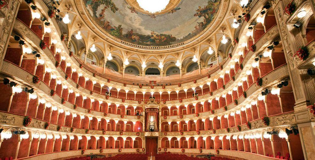 Los interiores del conocido Teatro Costanzi
