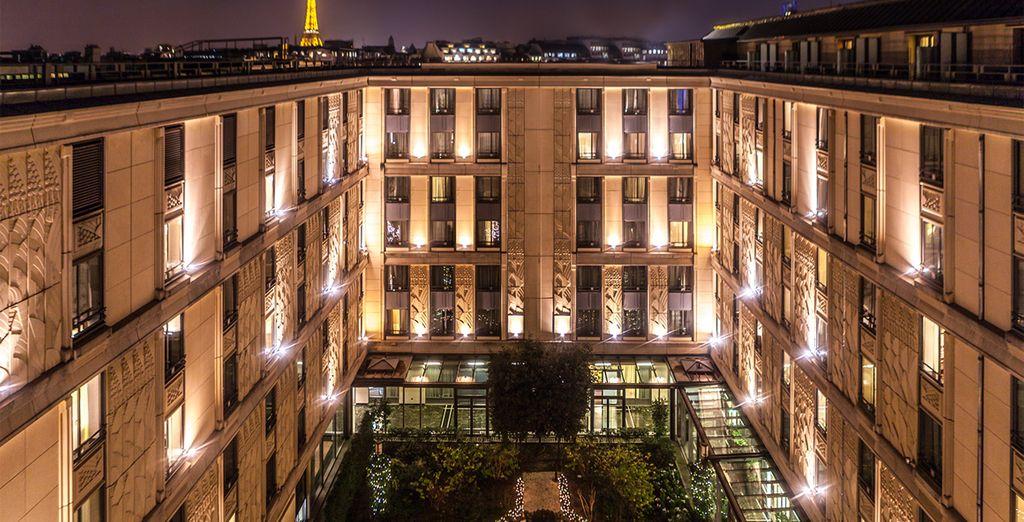 El hotel cuenta con un patio andaluz en el centro