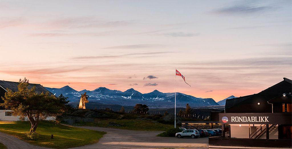 En el área de Gudbransdal, descansarás en el hotel Rondablikk Hoyfjellshotell 3* o similar