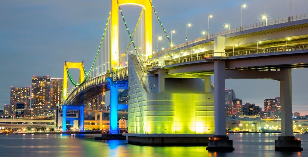 El Rainbow Bridge en Tokio