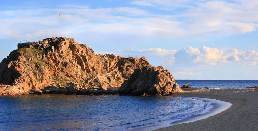 Acércate a la roca de Sa Palomera, punto de inicio de la Costa Brava