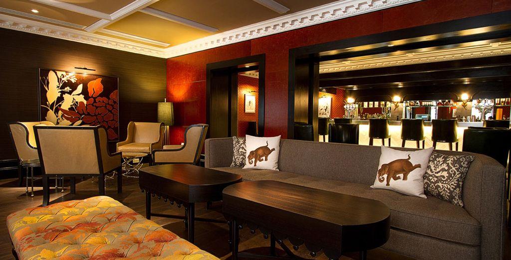 Tome una copa o un aperitivo en el bar del Hotel