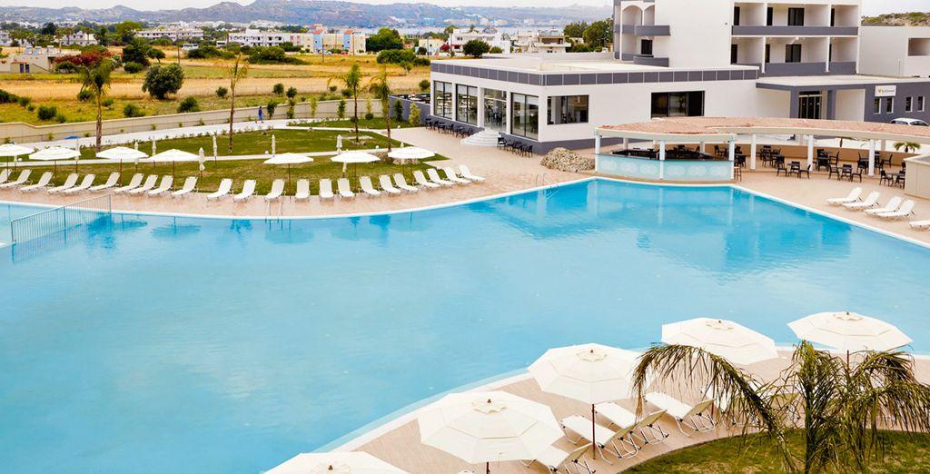 Además, a un corto paseo podrás disfrutar de impresionantes vistas al Mediterráneo