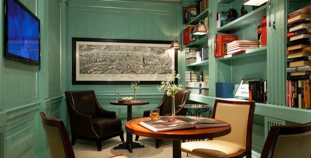 Acogedora biblioteca y sala de estar