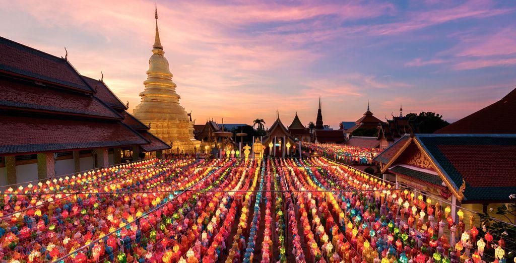 En Lamphun visitarás Wat Phra That Hariphunchai, un complejo de templos de oro cuyos orígenes se remontan al reinado de Mon en el siglo VIII