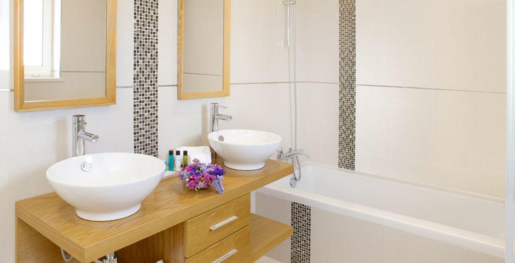Tu Suite Deluxe cuenta con baño privado para tu completa comodidad