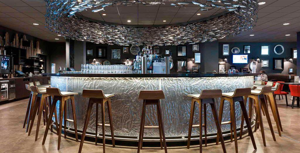 Tómese un cóctel en el bar
