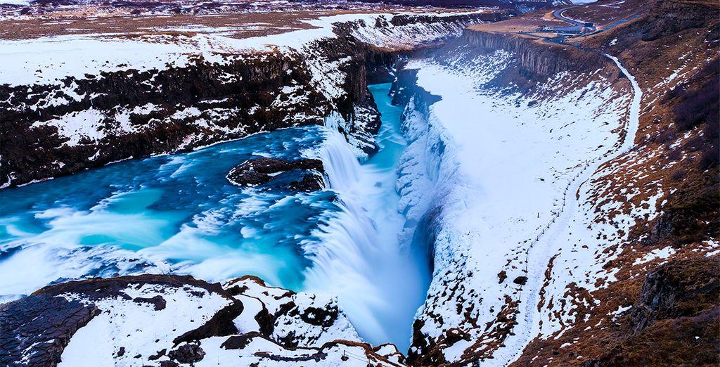 El segundo día podrás visitar las hermosas cataratas de Gullfoss