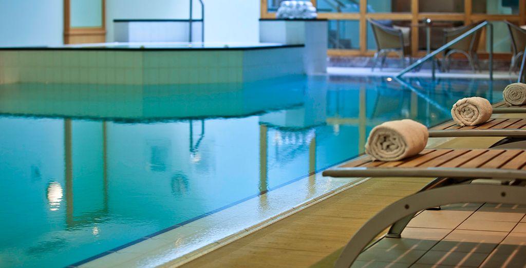 Disfrute de la piscina interior