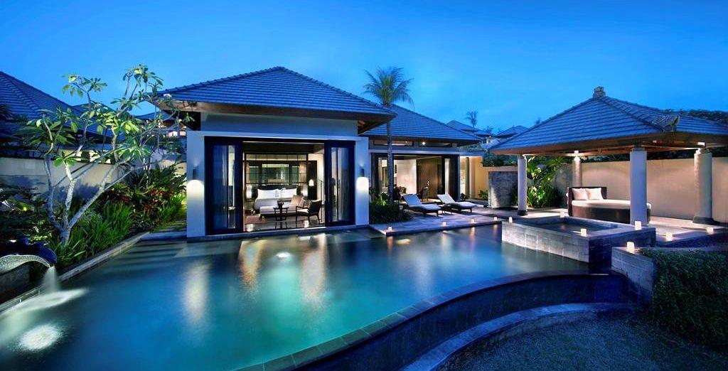 Et pénétrez dans votre villa avec piscine privée