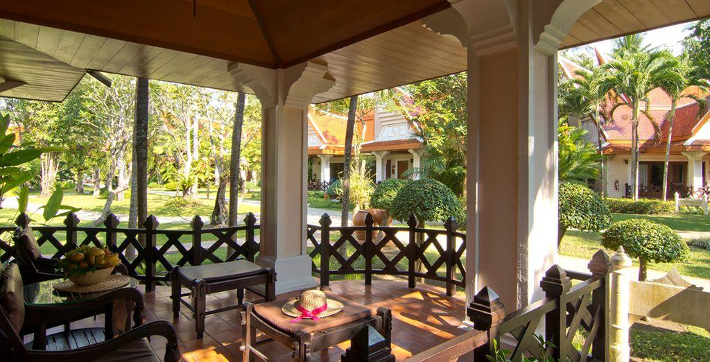 Avec terrasse privée sur les jardins...