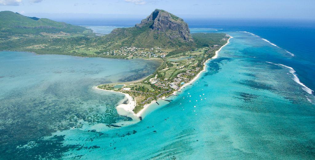 A l'extrême sud-ouest de l'île Maurice, le Morne Brabant s'avance dans l'océan Indien tel un joyau...