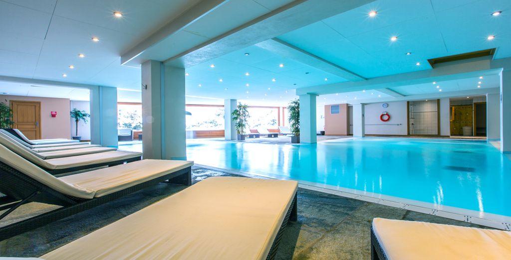 Profitez de la belle piscine intérieure...