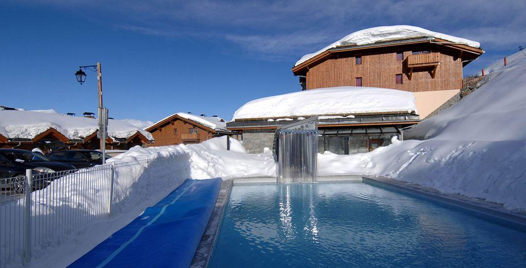 Plongez dans la piscine extérieure chauffée