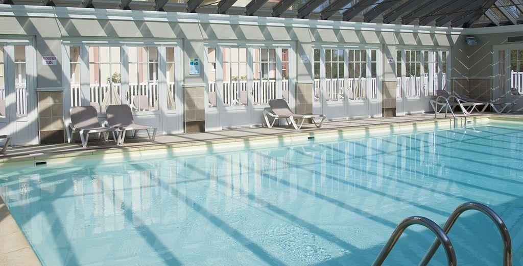 Vous y apprécierez sa piscine intérieure chauffée