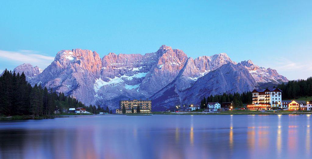 Photographie des montagnes enneigées des Dolomites en Italie
