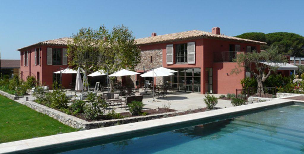La bastide et sa piscine - Domaine Le Clos des Roses Frejus