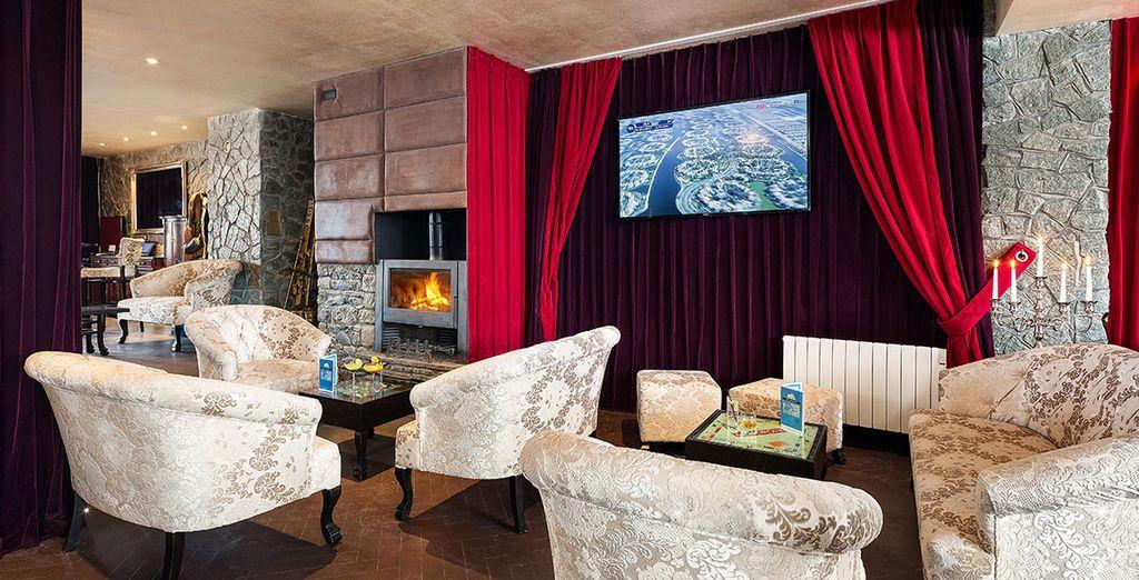Bienvenue à l'Hôtel Le Mottaret, doté d'une cheminée et d'intérieurs chaleureux