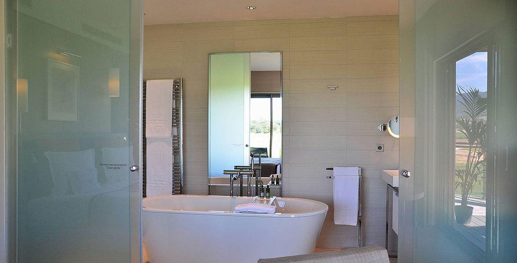 Avec salle de bains élégante