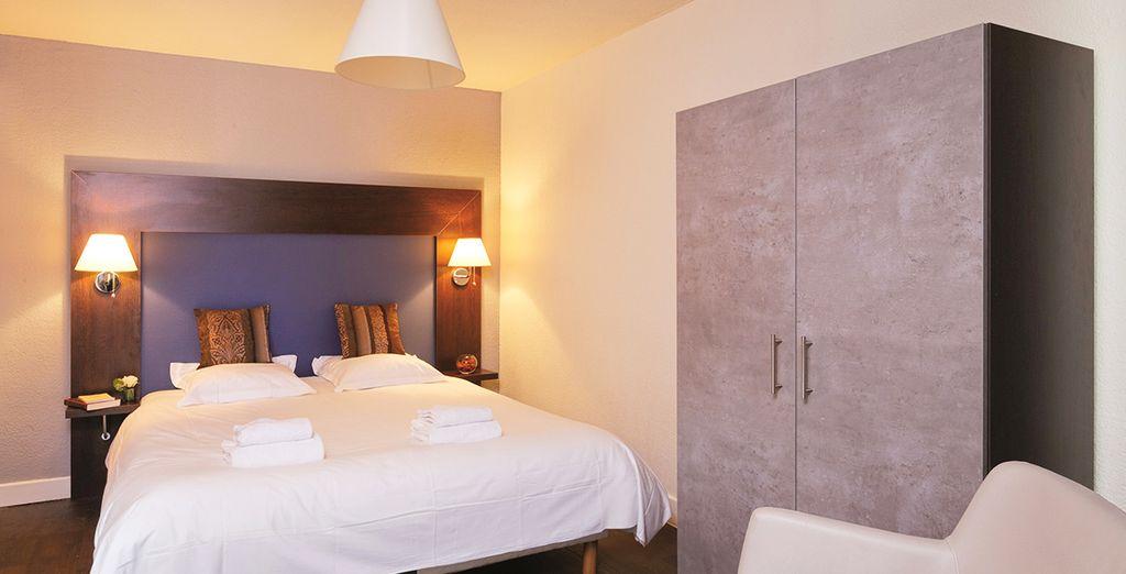 Suites Village et hôtel haut de gamme à La Rochelle, chambre double tout confort avec terrasse et salon