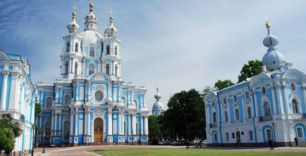 A Saint-Petersbourg, tombez sous le charme du couvent Smolny