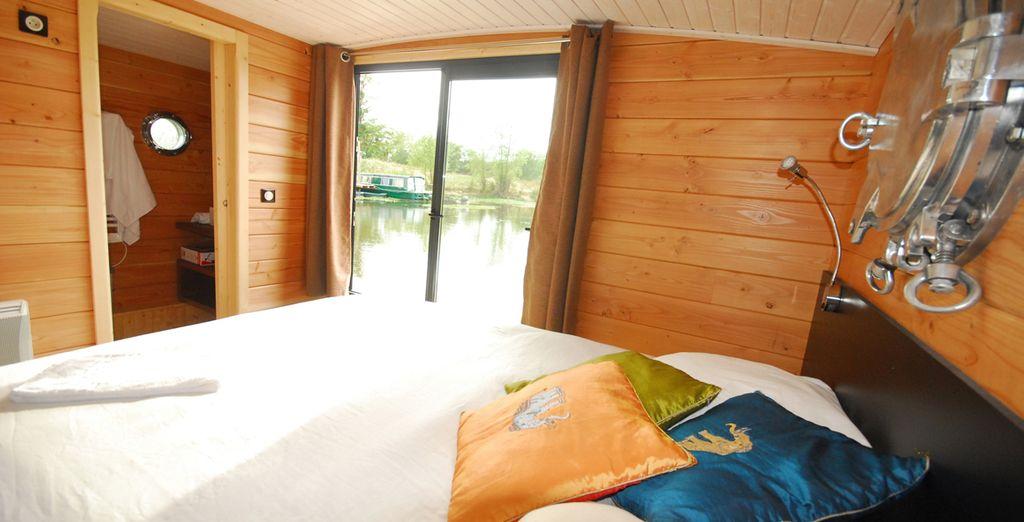 Et profitez de cette chambre avec vue sur le lac