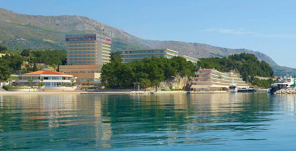 Posé au bord de la mer Adriatique