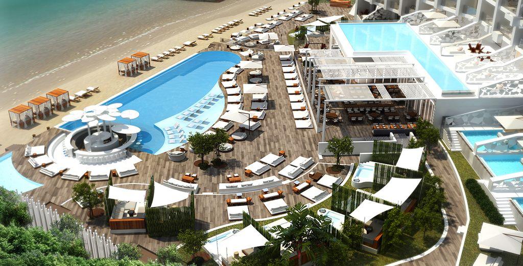 Que diriez-vous de tester le tout nouveau Nikki Beach à Porto Heli en Grèce ?