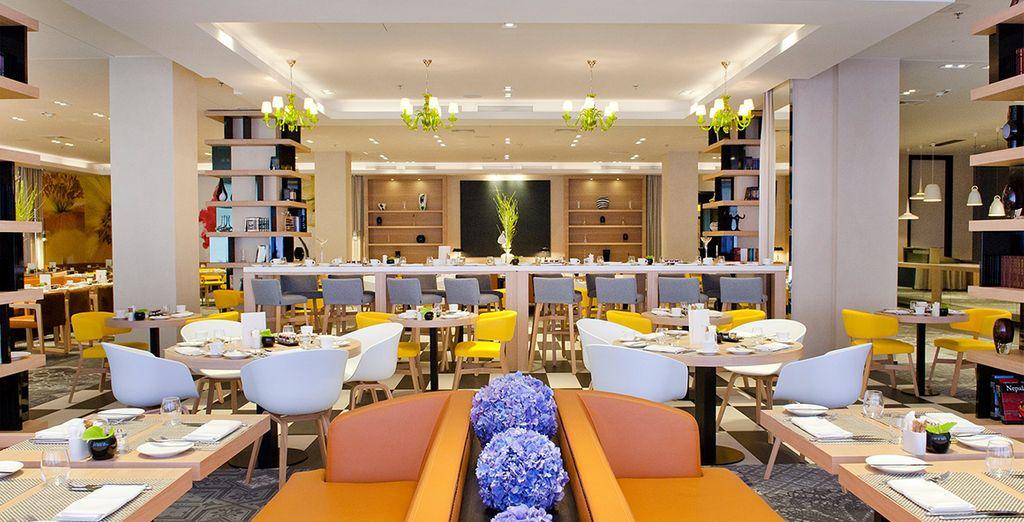 Depuis cet hôtel étonnant au charme contemporain... Le Sofitel Warsaw Victoria 5*