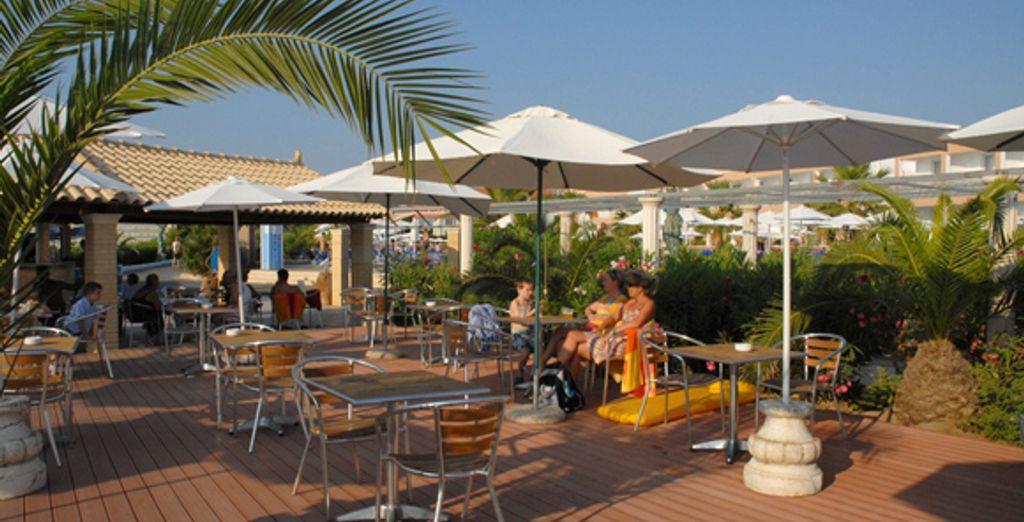 Une autre terrasse d'un des restaurants de l'hôtel