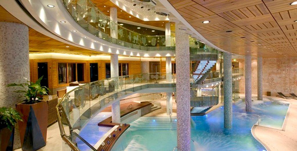 Le Spa avec la piscine intérieure