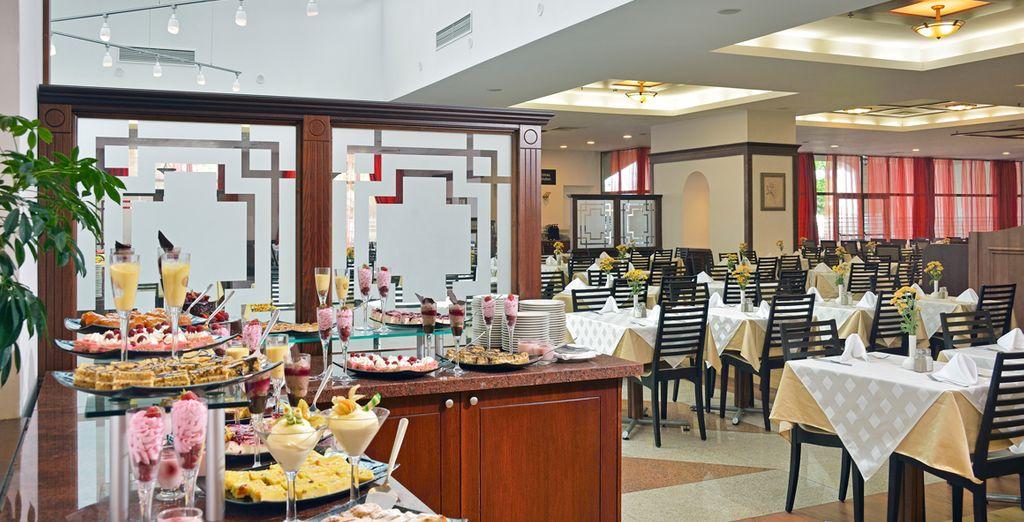 En profitant des restaurants de l'hôtel