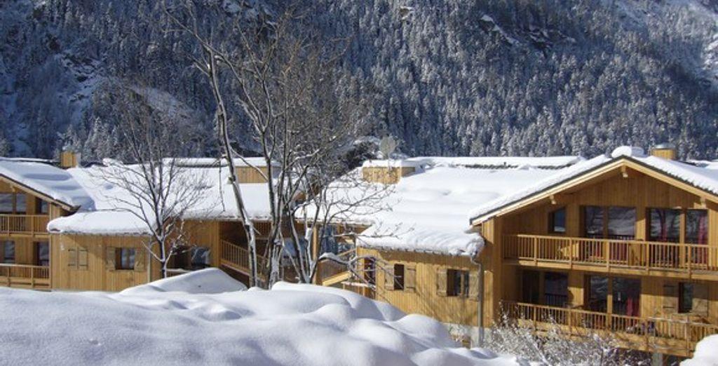 La résidence sous la neige, en hiver - Résidence Le Hameau des Eaux d'Orelle Orelle