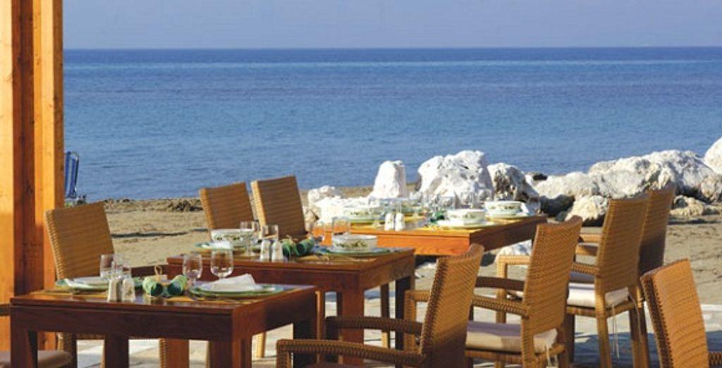 Le restaurant face à la plage