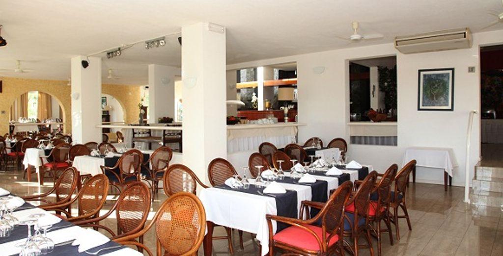 Plaisirs du palais au restaurant, à l'intérieur...