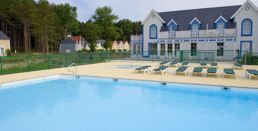 Et faites le plein de soleil dans la piscine extérieure !